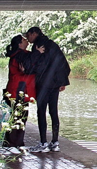 Gucr_kiss_below_bridge_closeup