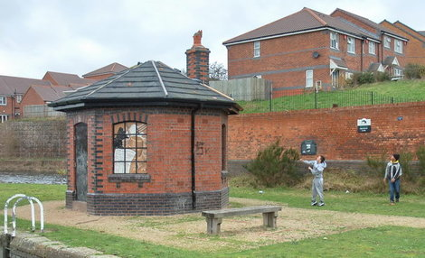 Toll_house_smethwick_top_lock_0526b