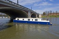 Phoenix_58_on_the_thames